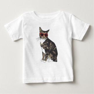 Camiseta Para Bebê Gato que veste vidros do coração