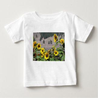 Camiseta Para Bebê Girassóis nas montanhas