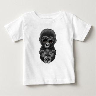 Camiseta Para Bebê Gorila bonito e curioso do bebê