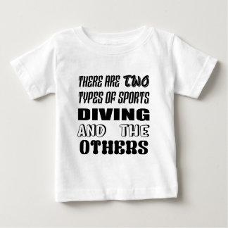 Camiseta Para Bebê Há dois tipos de mergulho e de outro dos esportes