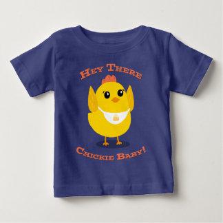 Camiseta Para Bebê Hey lá bebê de Chickie - t-shirt fino do jérsei do