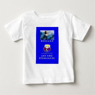 Camiseta Para Bebê Hillary e o t-shirt submarino do bebê da capa do