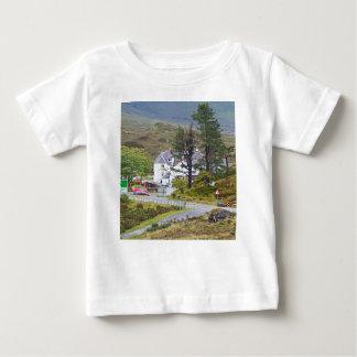 Camiseta Para Bebê Hotel de Sligachan, ilha de Skye, Scotland