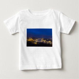 Camiseta Para Bebê Hungria Budapest no panorama da noite