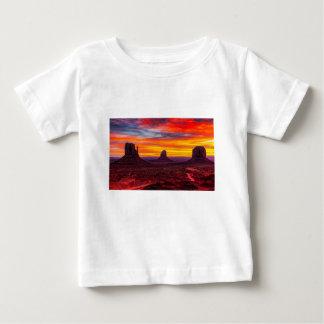 Camiseta Para Bebê Ideia cénico do por do sol sobre o mar
