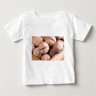 Camiseta Para Bebê Ideia macro de um grupo de nozes em uma caixa de