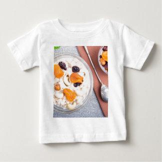 Camiseta Para Bebê Ideia superior de uma parcela de farinha de aveia