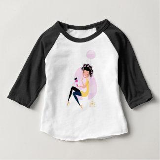 Camiseta Para Bebê Ilustração desenhado mão surpreendente da menina