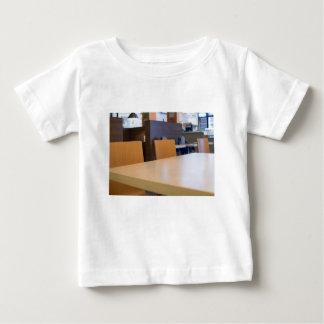 Camiseta Para Bebê Imagem borrada do café interior