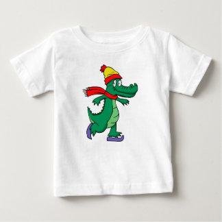 Camiseta Para Bebê Jacaré que patina com chapéu e lenço