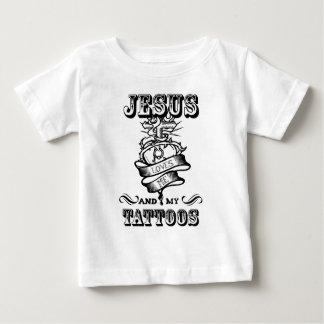 Camiseta Para Bebê Jesus ama me e meus tatuagens
