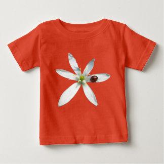 Camiseta Para Bebê Joaninha no t-shirt do jérsei do bebê da flor