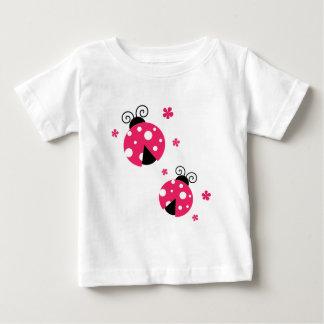 Camiseta Para Bebê Labybirds cor-de-rosa bonito e flores