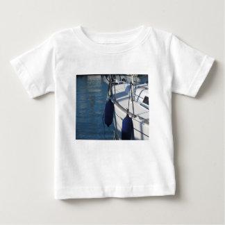 Camiseta Para Bebê Lado esquerdo do barco de navigação com os dois