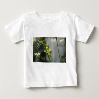 Camiseta Para Bebê Lagarta preta do swallowtail (parsleyworm) em Dil
