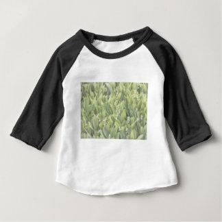 Camiseta Para Bebê Lírio do remendo da flor do vale na névoa