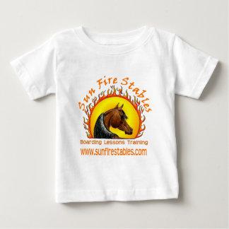 Camiseta Para Bebê Logotipo dos estábulos do fogo de Sun na parte