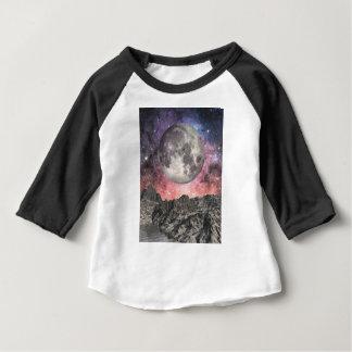 Camiseta Para Bebê Lua sobre o lago mountain