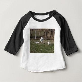 Camiseta Para Bebê Luta dos gansos