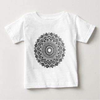Camiseta Para Bebê Mandala preto e branco