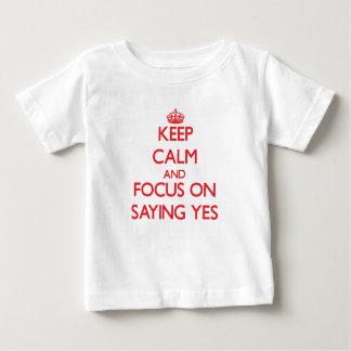 Camiseta Para Bebê Mantenha a calma e o foco em dizer sim