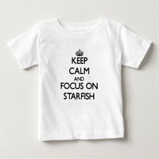 Camiseta Para Bebê Mantenha a calma e o foco na estrela do mar