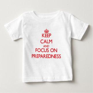 Camiseta Para Bebê Mantenha a calma e o foco na prontidão