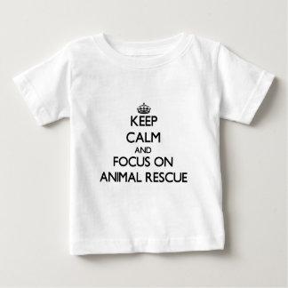 Camiseta Para Bebê Mantenha a calma e o foco no salvamento animal