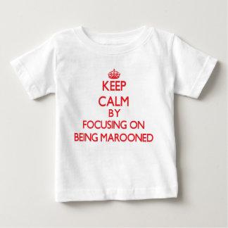 Camiseta Para Bebê Mantenha a calma focalizando em Marooned