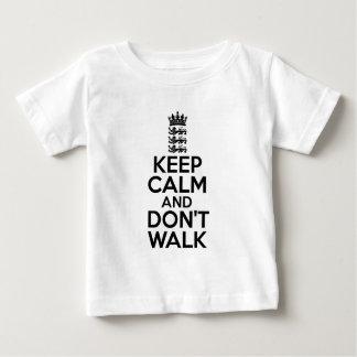 Camiseta Para Bebê Mantenha calmo e continue o grilo