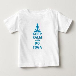 Camiseta Para Bebê mantenha calmo e faça a ioga