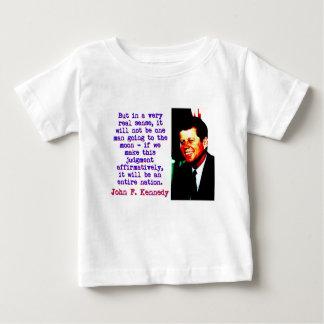 Camiseta Para Bebê Mas no sentido muito real de A - John Kennedy