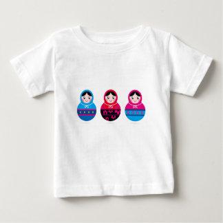 Camiseta Para Bebê Matroshkas pequeno bonito no branco