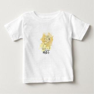 Camiseta Para Bebê Melhores amigos para sempre, no respingo amarelo