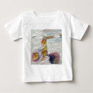 Camiseta Para Bebê Menina bonito em uns trabalhos artísticos