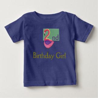 Camiseta Para Bebê Menina do segundo aniversário com um flamingo