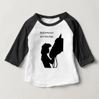 Camiseta Para Bebê Menina que beija o cavalo
