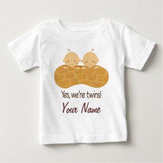 Camiseta Para Bebê Menino gêmeo bebês personalizados em um amendoim