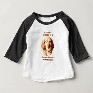Camiseta Para Bebê Meu coração pertence a um Basset Fauve de Bretagne
