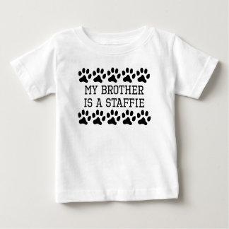 Camiseta Para Bebê Meu irmão é um Staffie