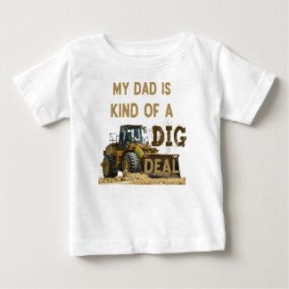 Camiseta Para Bebê Meu pai é tipo de um negócio da ESCAVAÇÃO