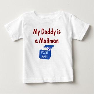 Camiseta Para Bebê Meu pai é um t-shirt do bebê do carteiro