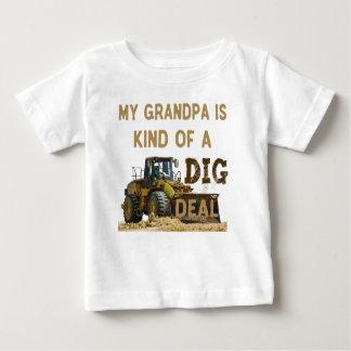 Camiseta Para Bebê Meu vovô é tipo de um negócio da ESCAVAÇÃO
