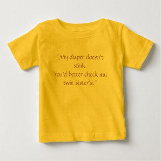 """Camiseta Para Bebê """"Minha fralda não tresanda. Você deve verificar. """""""