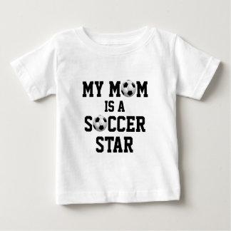 Camiseta Para Bebê Minha mamã é uma bola de futebol da estrela de