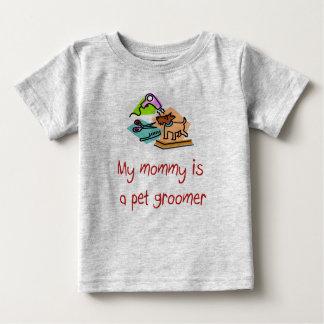 Camiseta Para Bebê Minha mamãe é um t-shirt da criança do Groomer do