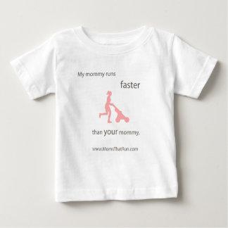 Camiseta Para Bebê Minha mamãe funciona um t-shirt mais rápido dos