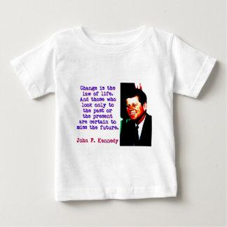 Camiseta Para Bebê Mude é a lei da vida - John Kennedy