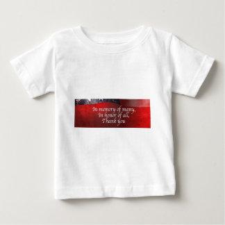 Camiseta Para Bebê Na memória de muitos em honra de todo o obrigado