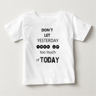 Camiseta Para Bebê não deixe ontem para pegar demasiada de hoje